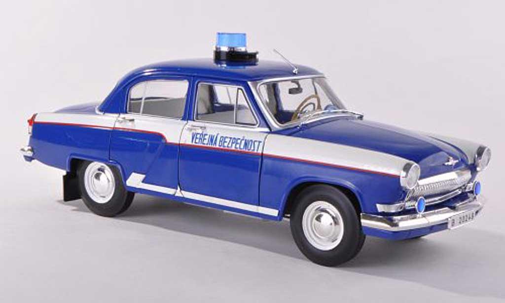 Wolga M21 1/18 IST Models police Prag 1970 miniature