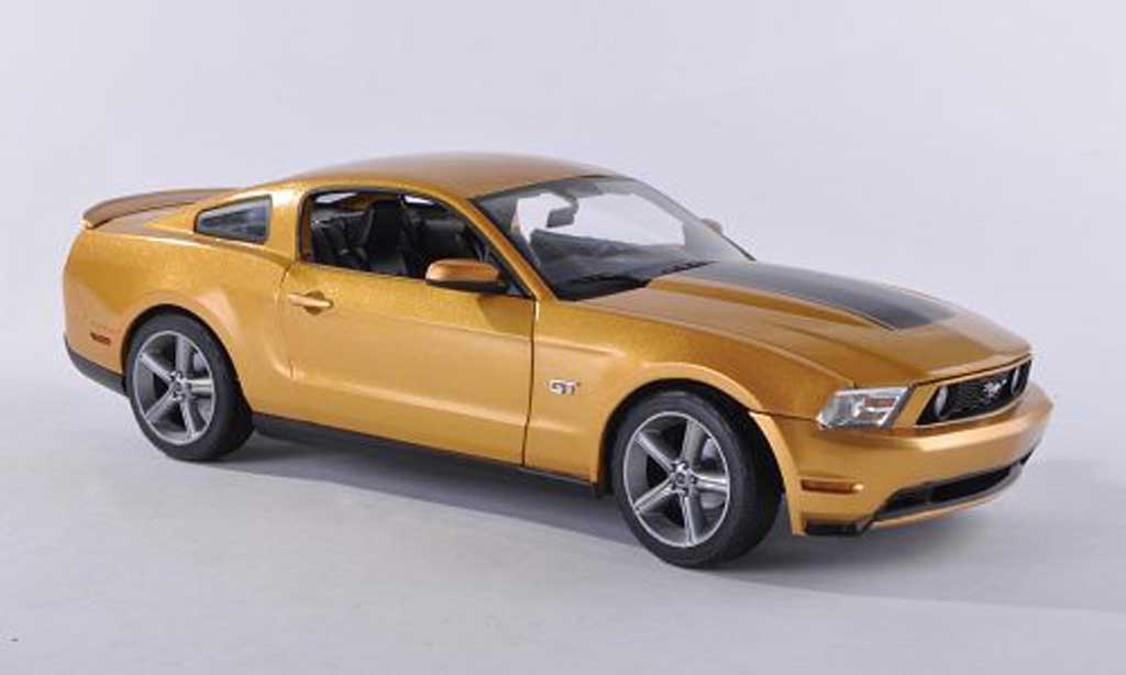 Ford Mustang 2010 1/18 Greenlight GT dore/noire miniature