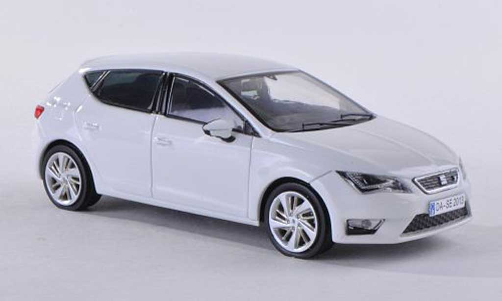 seat leon miniature blanche 2012 seat 1 43 voiture. Black Bedroom Furniture Sets. Home Design Ideas