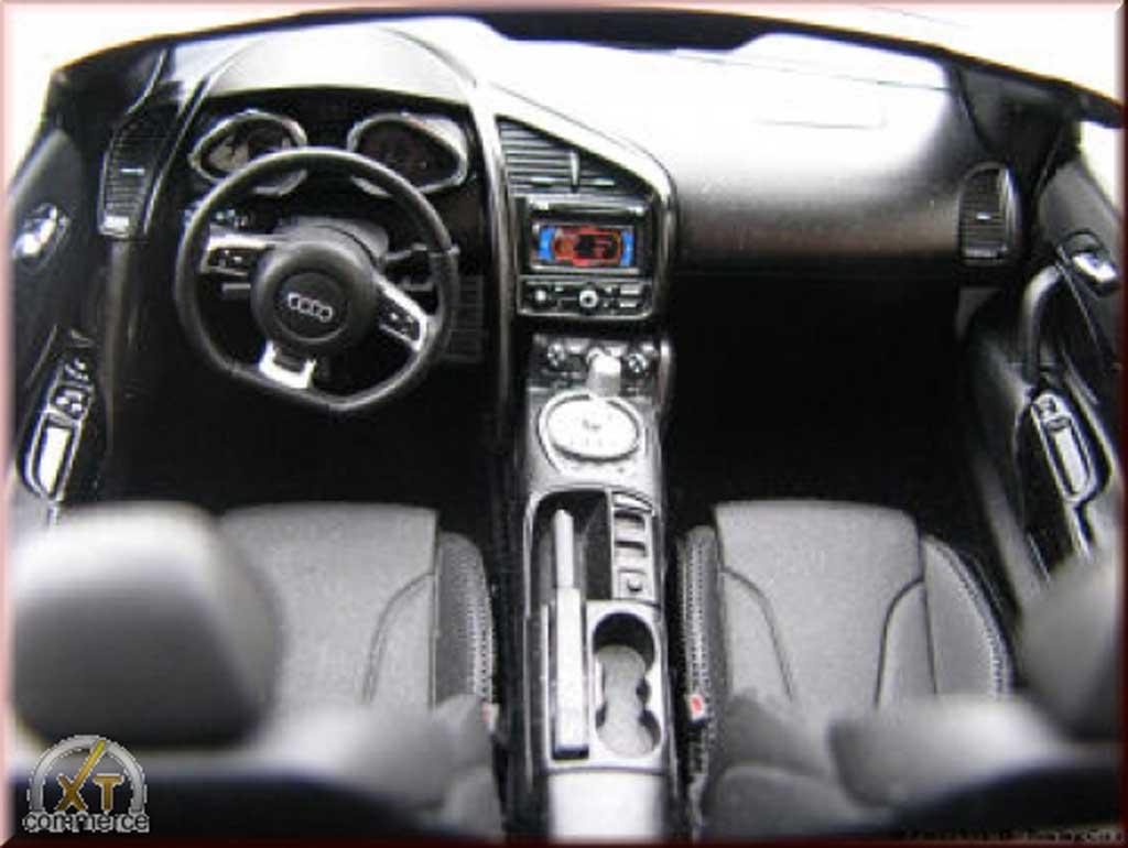 Audi R8 Spyder 1/18 Kyosho bianca V10 jantes 21 pouces rabaissee