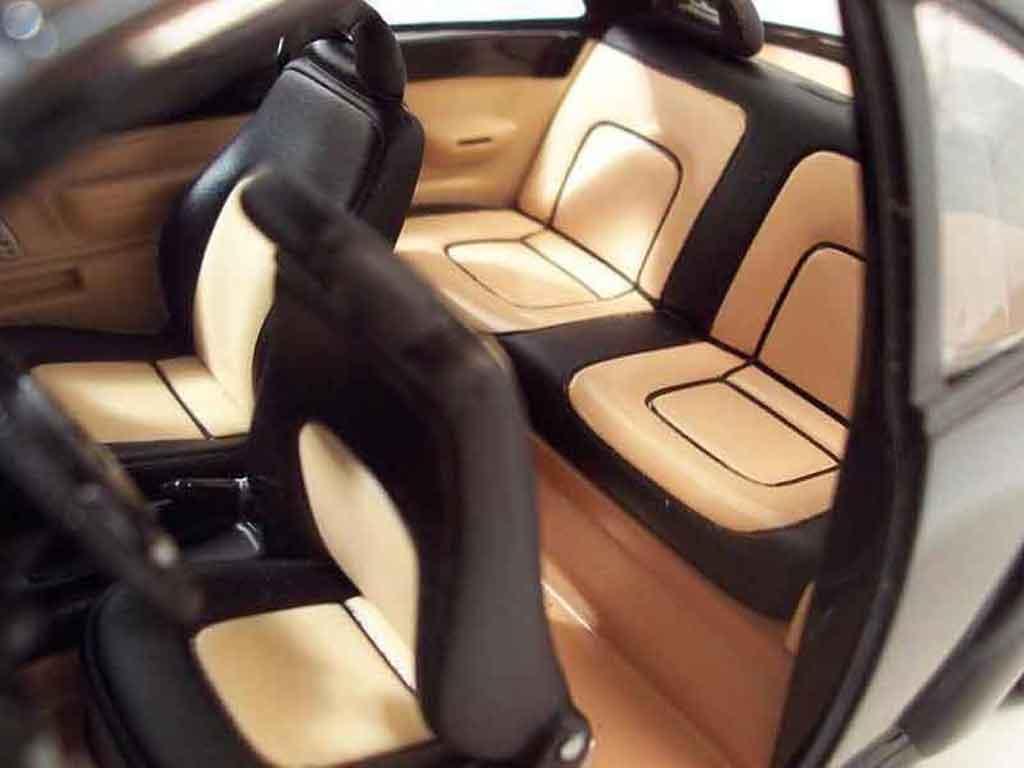 Volkswagen New Beetle 1/18 Solido men in black