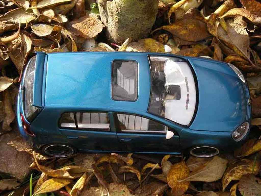 Volkswagen Golf V GTI 1/18 Burago sportlines