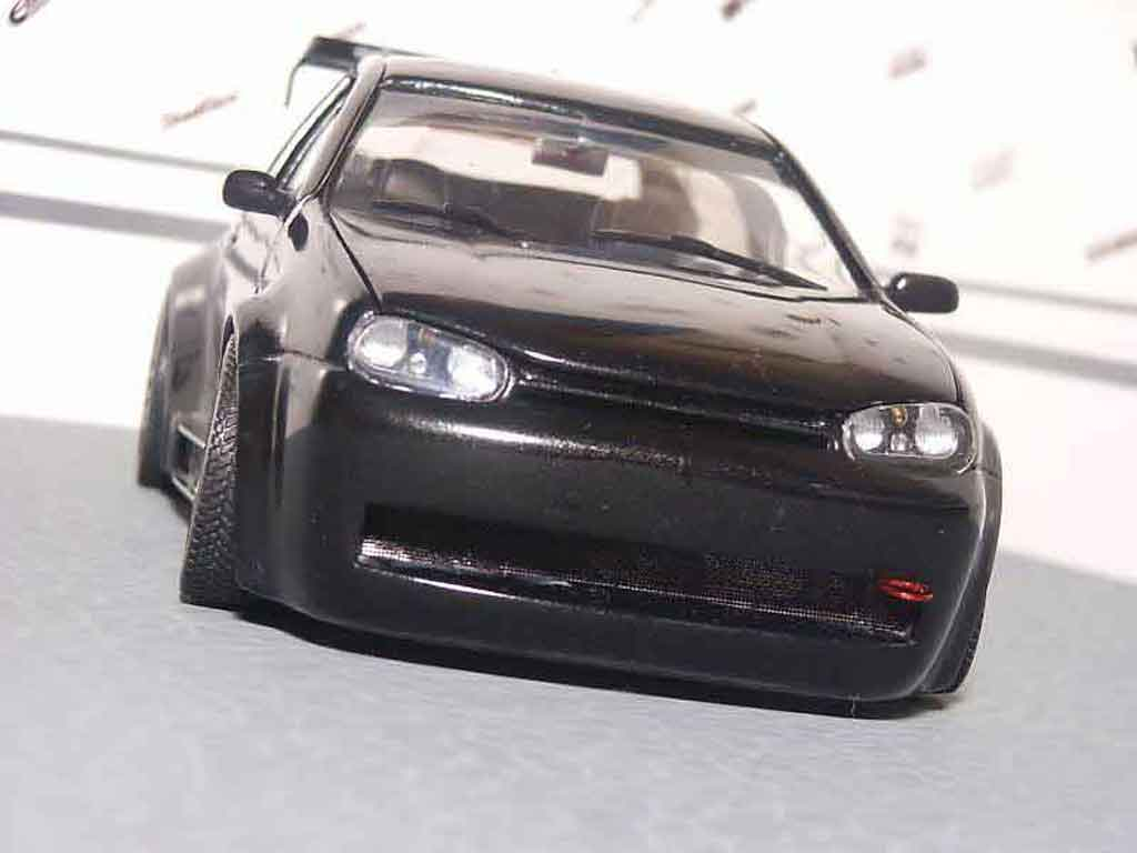 Volkswagen Golf 4 GTI 1/18 Revell adrenaline charged