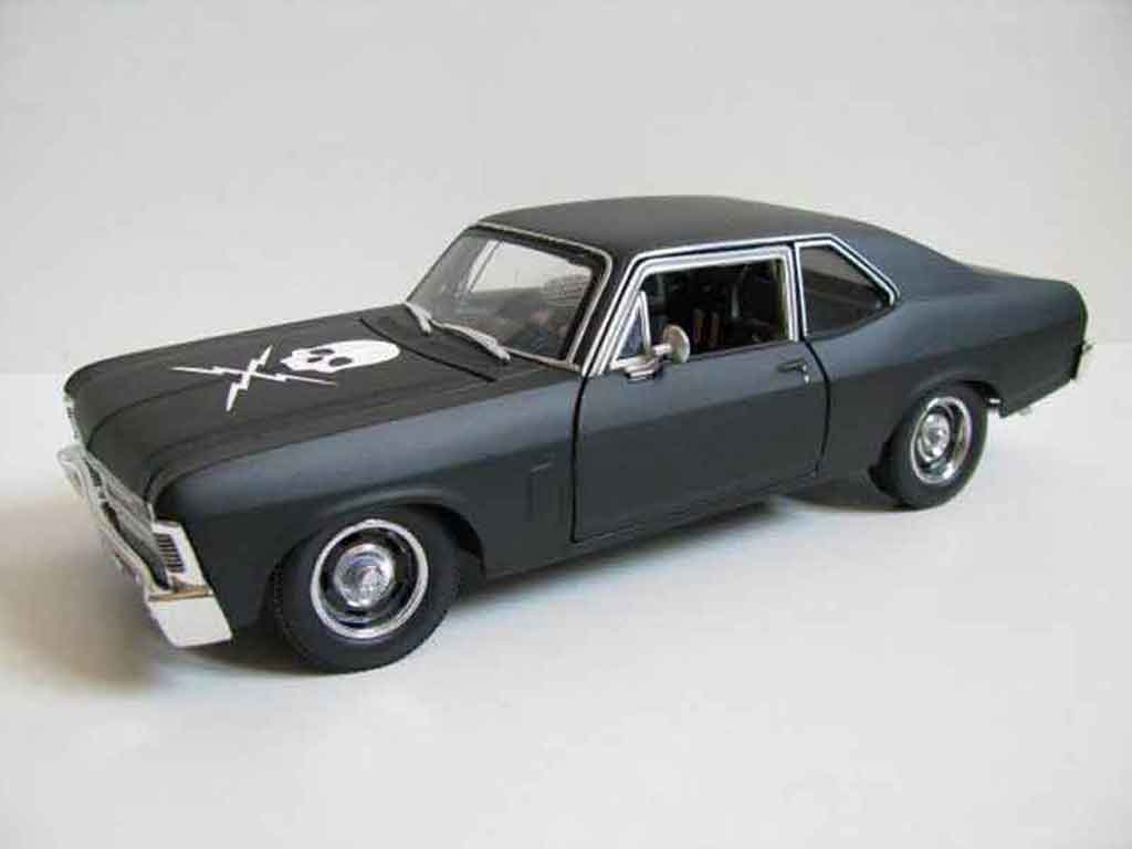 Chevrolet Nova 1/18 Maisto death proof tuning miniature