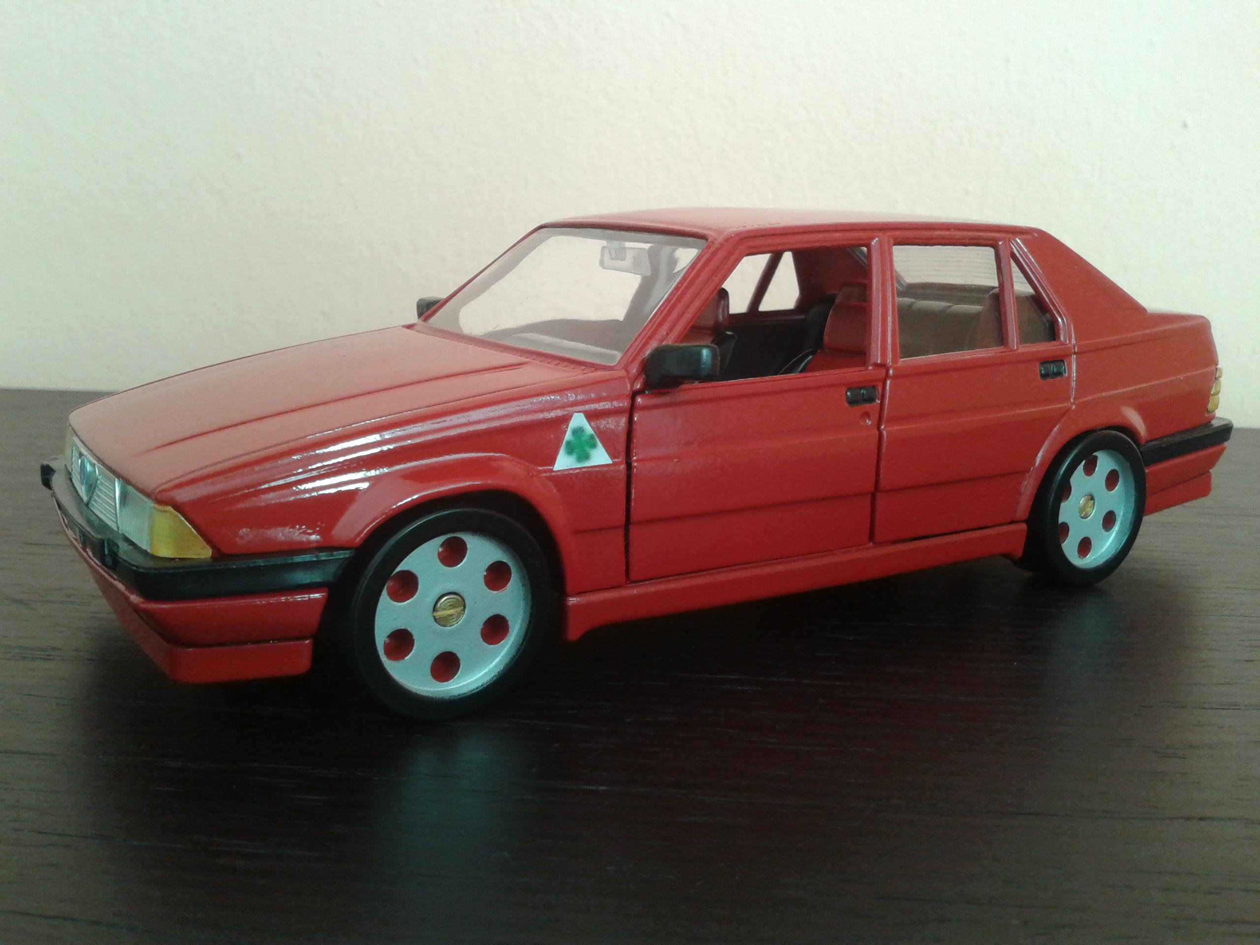 Alfa Romeo 75 1/18 Burago rosso jantes metal