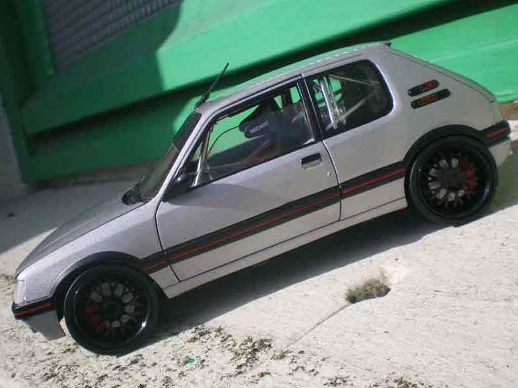Peugeot 205 GTI 1/18 Solido JSO tct tuning miniature