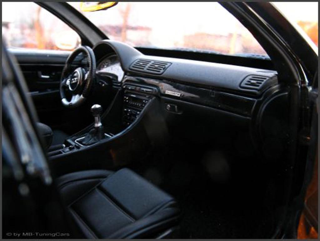 Audi RS4 1/18 Minichamps noire jantes BBS 18 pouces