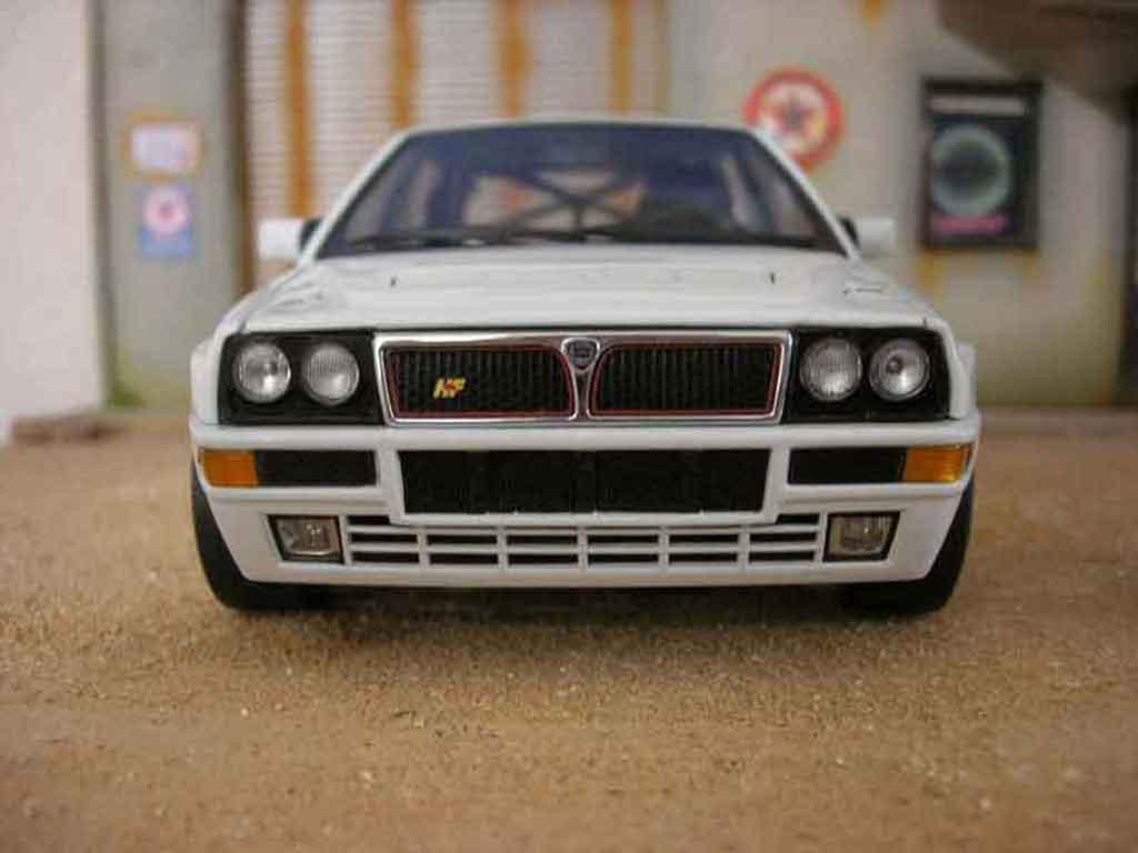 Modèle réduit Lancia Delta HF Integrale evolution 2 street race tuning Kyosho. Lancia Delta HF Integrale evolution 2 street race miniature 1/18