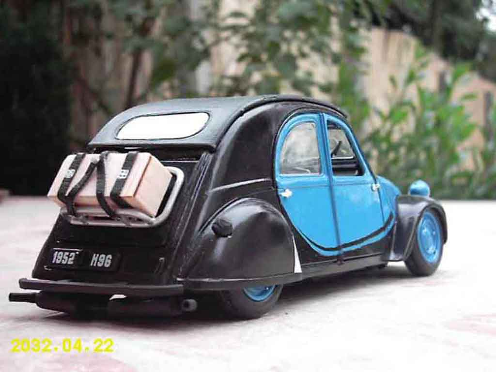Citroen 2CV 1/18 Maisto old school
