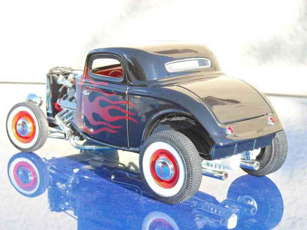 Ford 1934 1/18 Ertl hot rod noir flaming