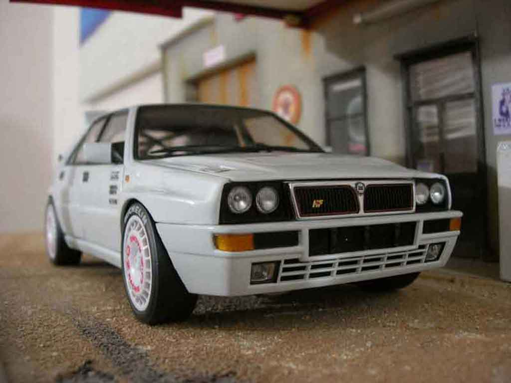 Lancia Delta HF Integrale 1/18 Kyosho evolution 2 street race tuning miniature