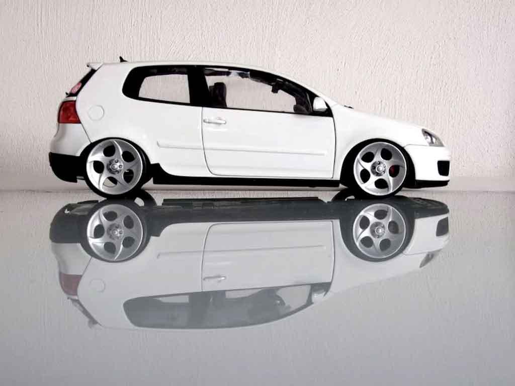 Volkswagen Golf V GTI 1/18 Norev jantes alphard