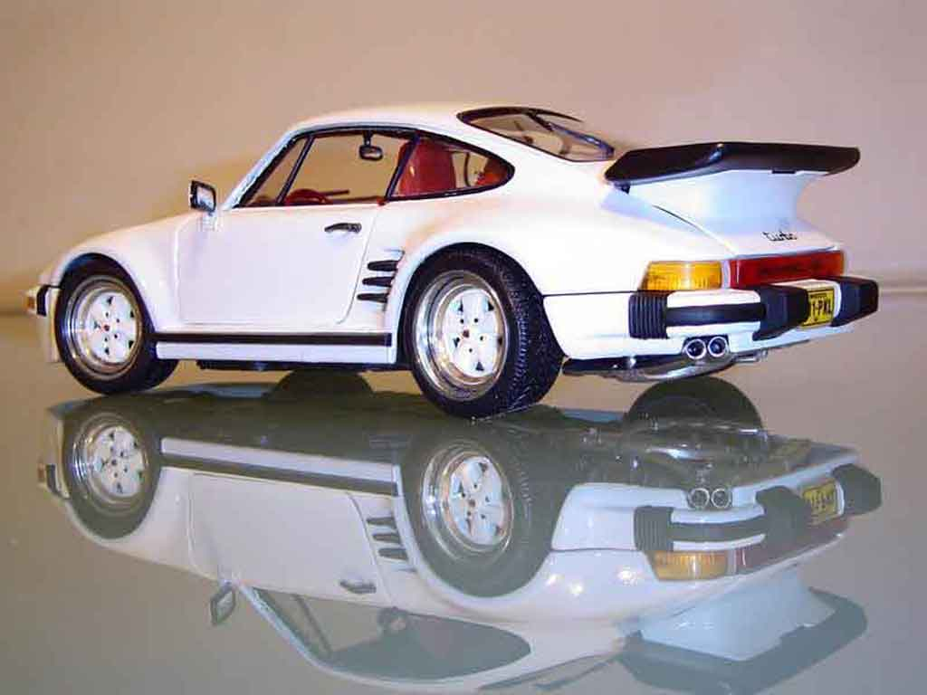Porsche 930 Flat Nose 1/18 Revell turbo type 930  tuning miniature