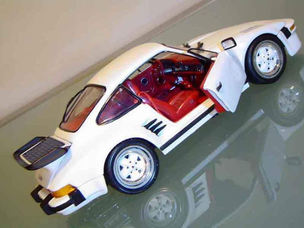 Porsche 930 Turbo 1/18 Revell Flat Nose turbo type
