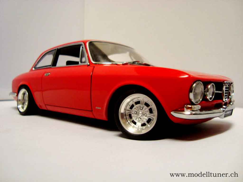 alfa romeo 1750 gtv miniature 1967 rouge jantes alu 13 pouces autoart 1 18 voiture. Black Bedroom Furniture Sets. Home Design Ideas
