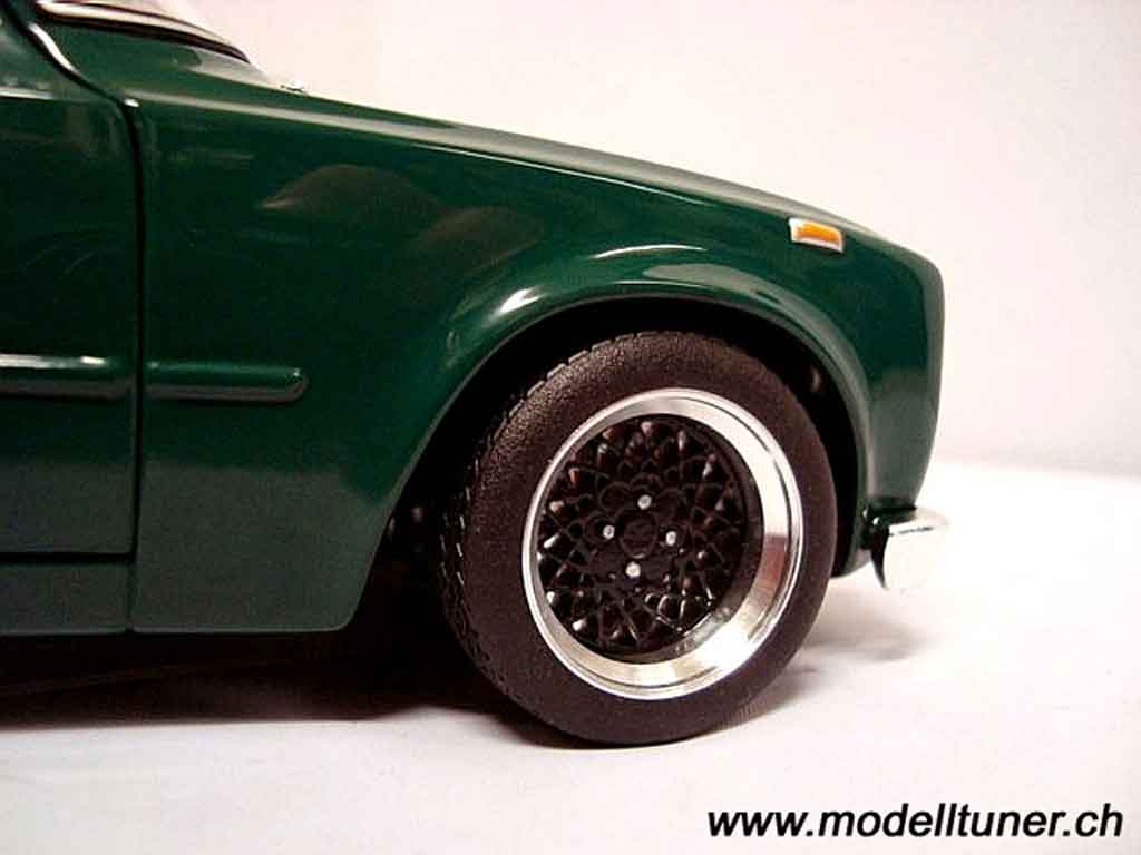 Alfa Romeo Giulia 1300 1/18 Minichamps super 1971