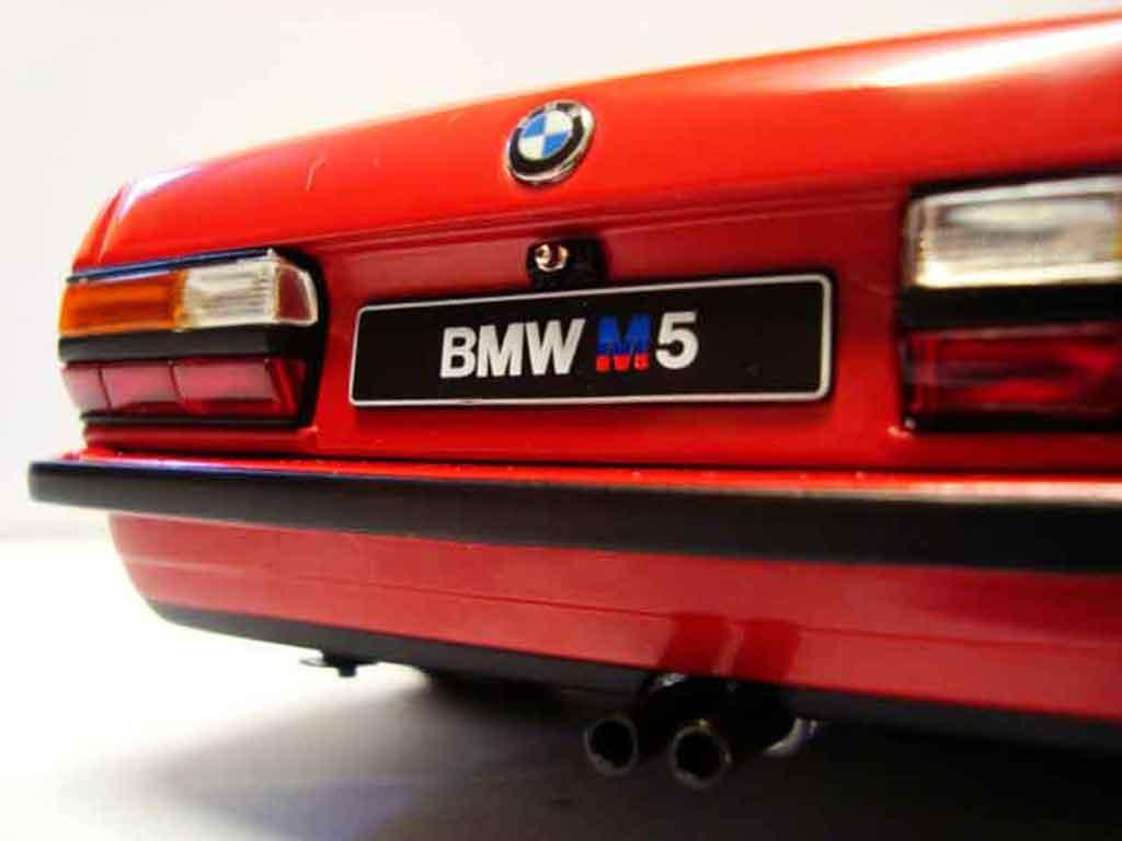 Bmw M5 E28 1/18 Autoart red jantes bbs 17 pouces
