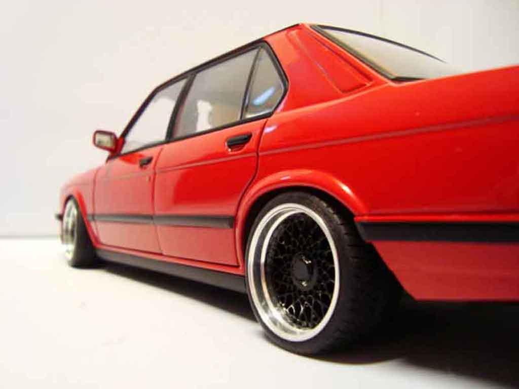 bmw m5 e28 miniature rouge jantes bbs 17 pouces autoart 1 18 voiture. Black Bedroom Furniture Sets. Home Design Ideas