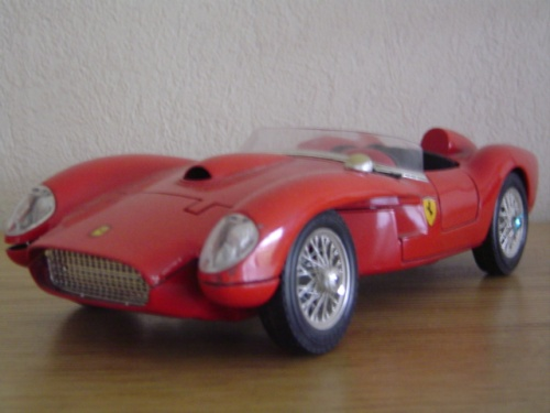 Ferrari 250 TR 1/18 Burago gto rouge miniature