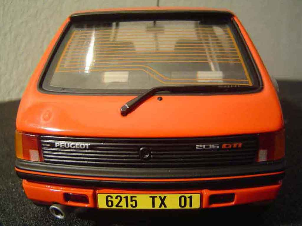 Peugeot 205 GTI 1/18 Solido tuning