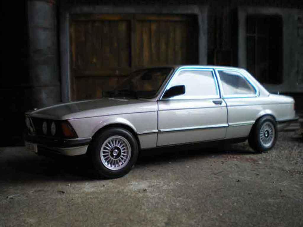 Bmw 323 1/18 Autoart e21 gray argent polaris gray 1977