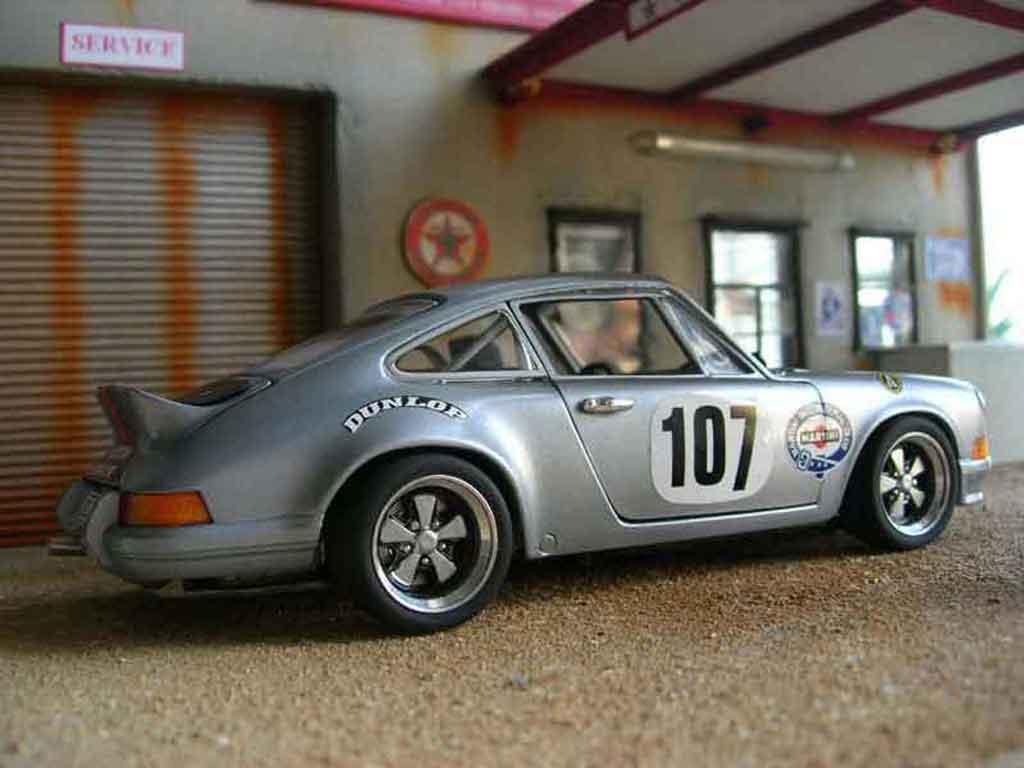 Porsche 911 RS 1/18 Universal Hobbies 2.7 martini
