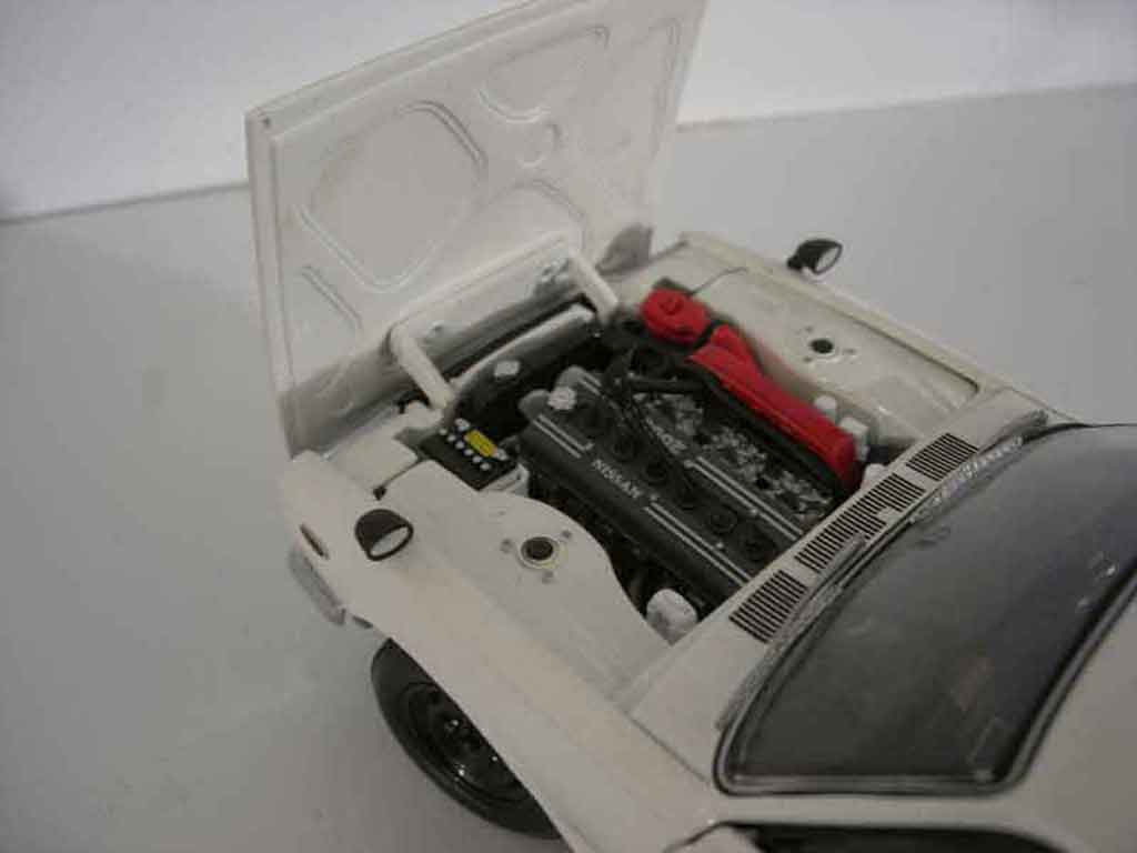 nissan skyline 2000 miniature gt r kpgc 10 blanche kyosho. Black Bedroom Furniture Sets. Home Design Ideas