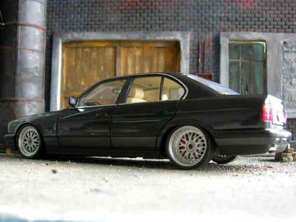 Auto miniature Bmw 535 1988 i noire jantes bbs bords larges tuning Minichamps. Bmw 535 1988 i noire jantes bbs bords larges miniature 1/18