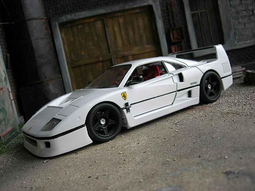 Ferrari F40 LM 1/18 Burago blanche