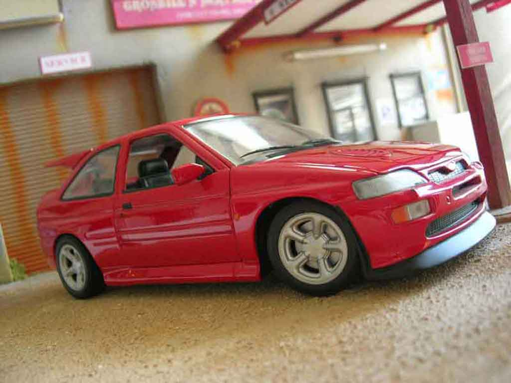 Ford Escort Cosworth 1/18 Ut Models rs rouge miniature
