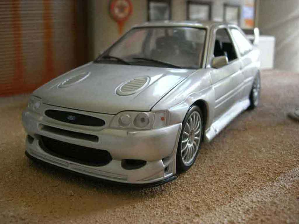 Ford Escort Cosworth 1/18 Ut Models rs wrc miniature