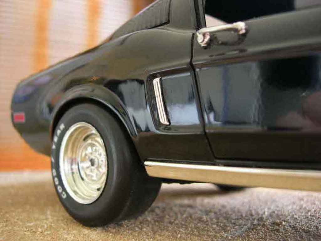 Ford Mustang 1965 1/18 Ertl coupe noir