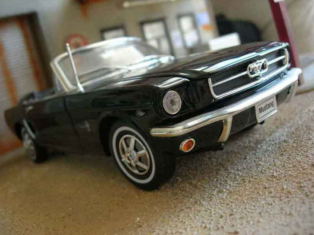 Ford Mustang 1964 1/18 Welly cabriolet noire miniature