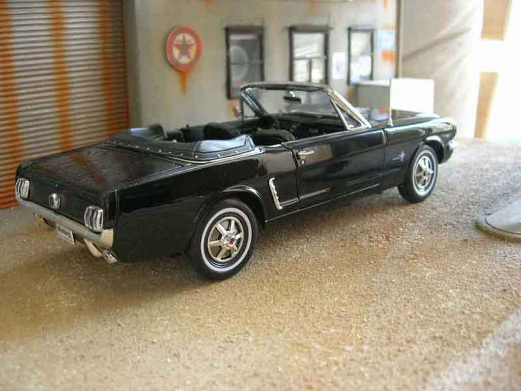 ford mustang 1964 miniature cabriolet noire welly 1 18 voiture. Black Bedroom Furniture Sets. Home Design Ideas
