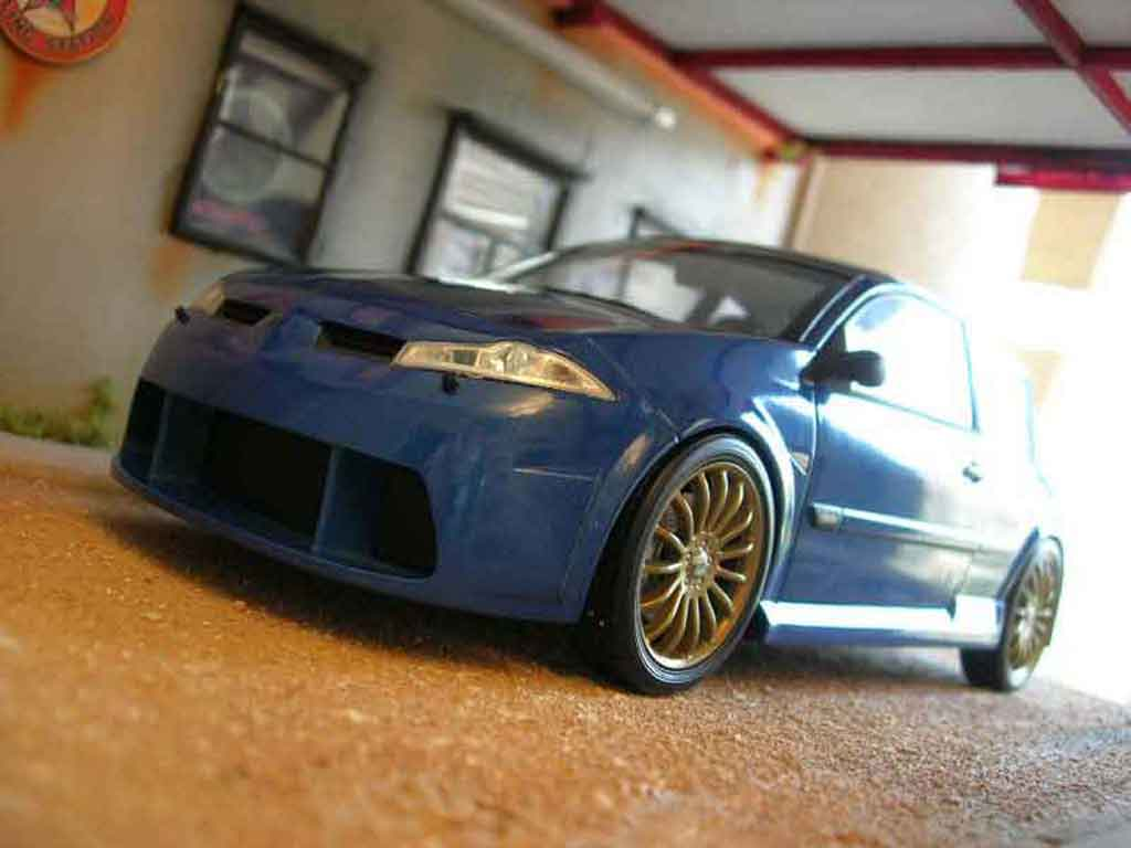 Renault Megane MTK 1/18 Norev vampire bleue miniature