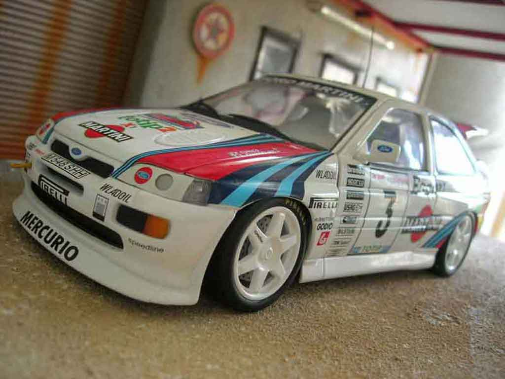 Ford Escort Cosworth 1/18 Ut Models rs martini miniature