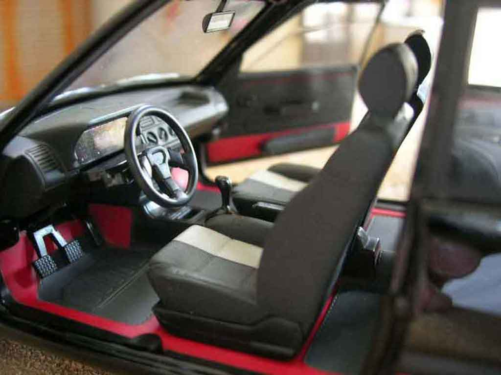 Peugeot 205 GTI 1/18 Solido 1.9 noire onyx
