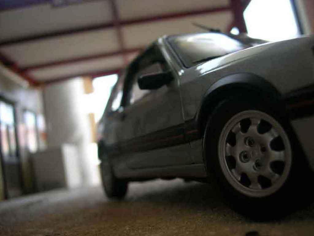 Peugeot 205 GTI 1/18 Solido 1.9 grey futura