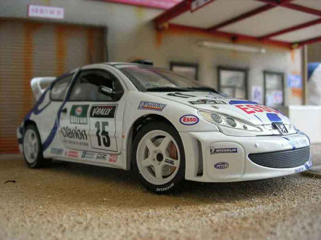 Modèle réduit Peugeot 206 WRC Solido. Peugeot 206 WRC Rallye miniature 1/18