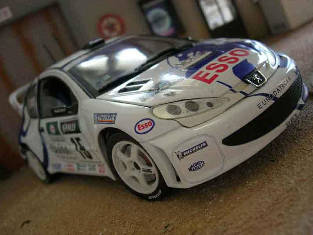 Auto miniature Peugeot 206 WRC Solido. Peugeot 206 WRC Rallye miniature 1/18