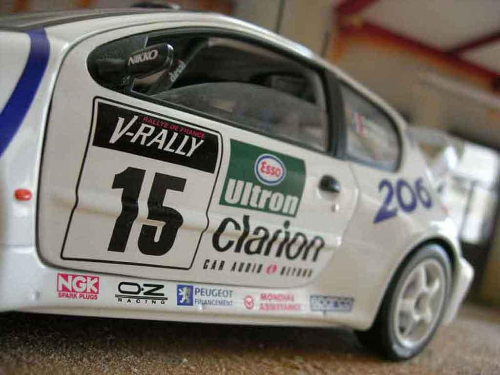 Voiture de collection Peugeot 206 WRC Solido. Peugeot 206 WRC Rallye miniature 1/18