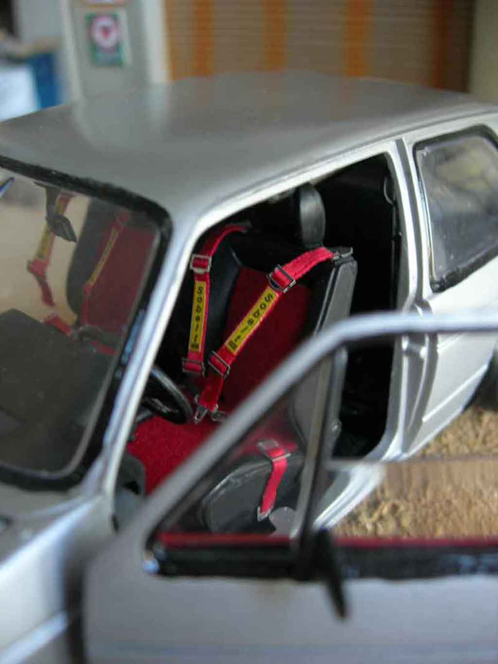 Voiture de collection Volkswagen Golf 1 GTI jantes Porsche rs tuning Solido. Volkswagen Golf 1 GTI jantes Porsche rs German Look miniature 1/18