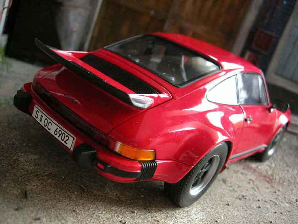 Porsche 911 Turbo 1/18 Norev 3.0 rouge miniature