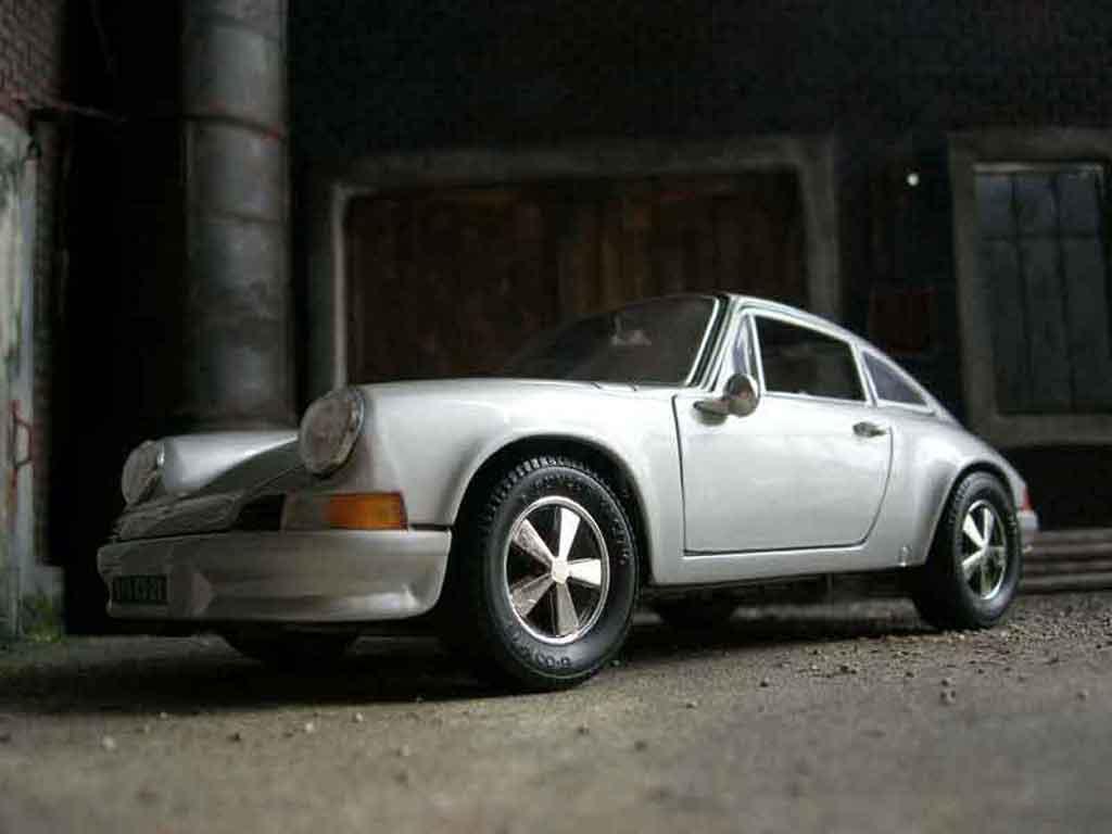 porsche 911 2 4 miniature ls grise universal hobbies 1 18 voiture. Black Bedroom Furniture Sets. Home Design Ideas