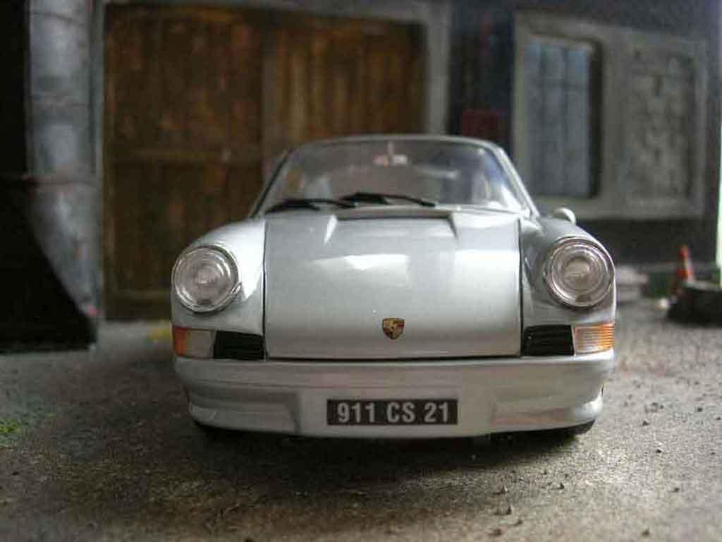 Porsche 911 2.4 1/18 Universal Hobbies ls grise miniature