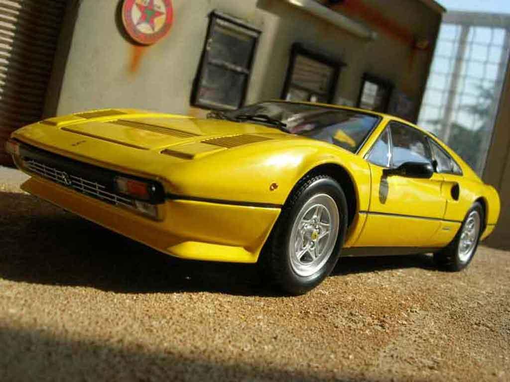Ferrari 308 GTB 1/18 Kyosho quattrovalvole jaune miniature