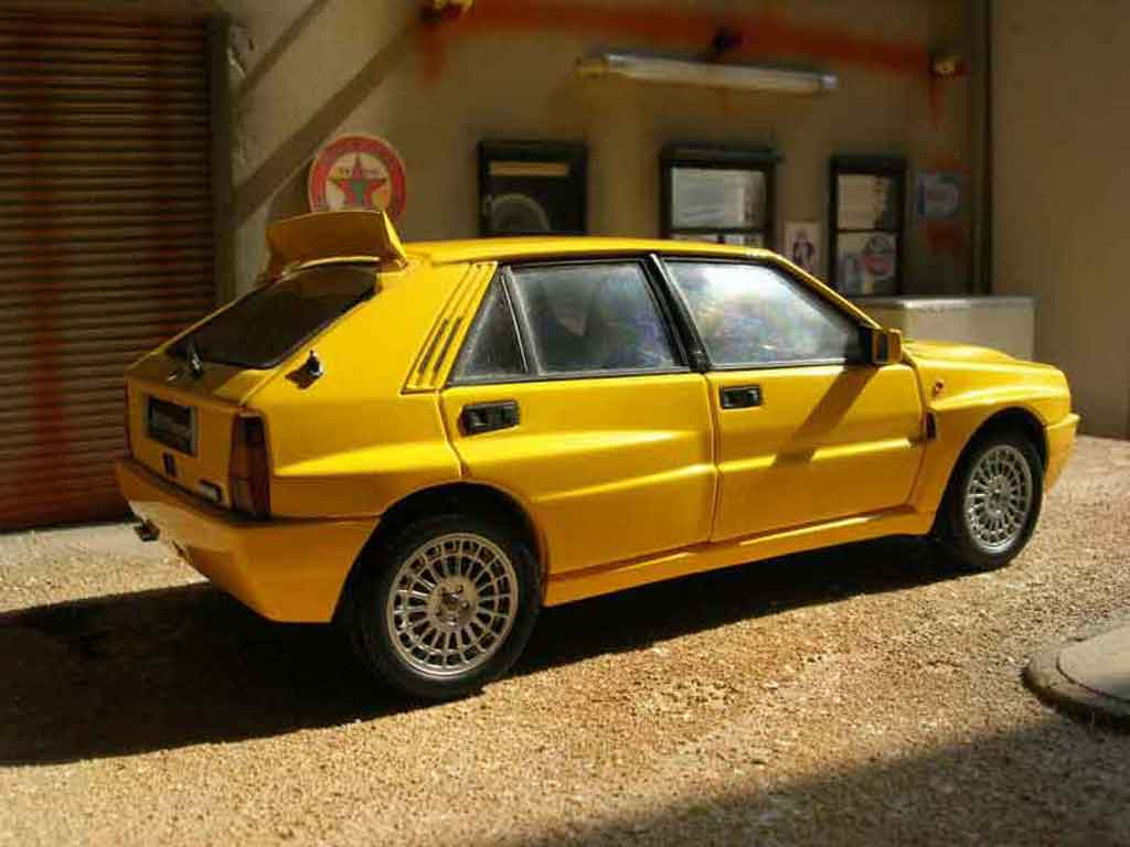 Lancia Delta HF Integrale 1/18 Kyosho evolution 2 jaune