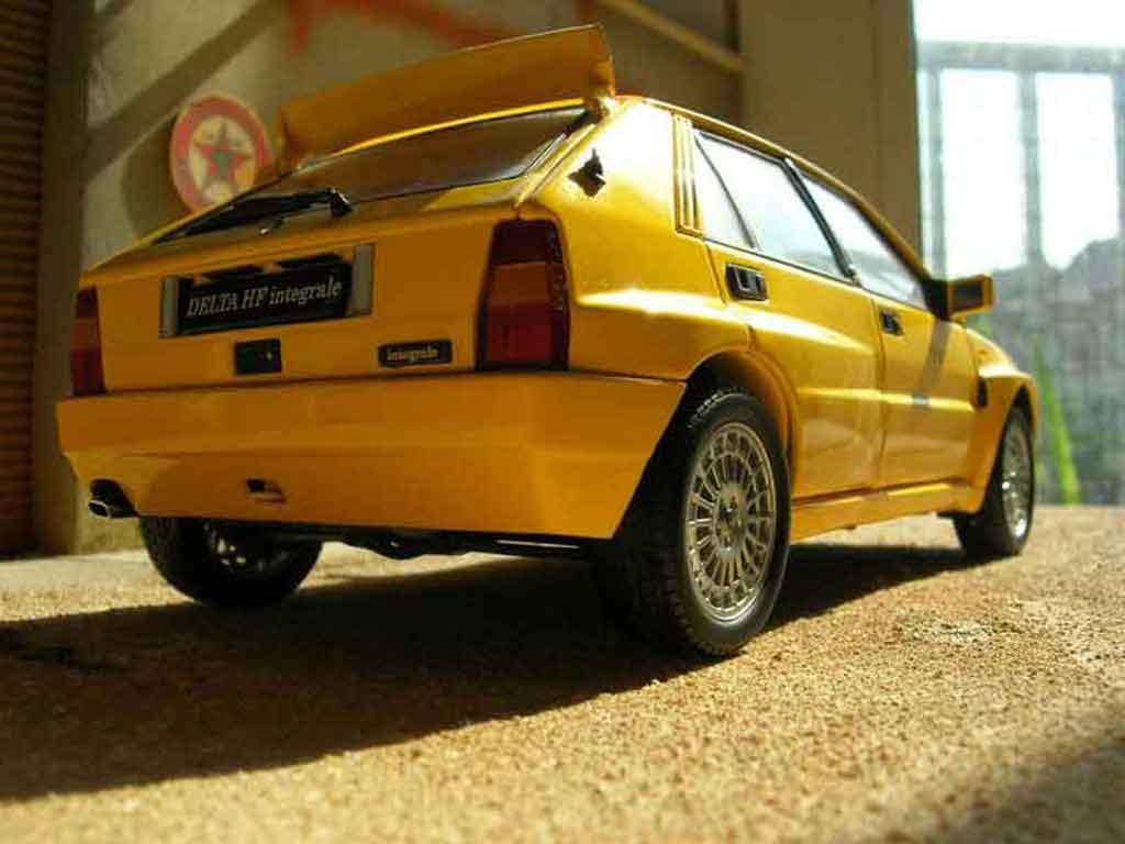lancia delta hf integrale miniature evolution 2 jaune kyosho 1 18 voiture. Black Bedroom Furniture Sets. Home Design Ideas