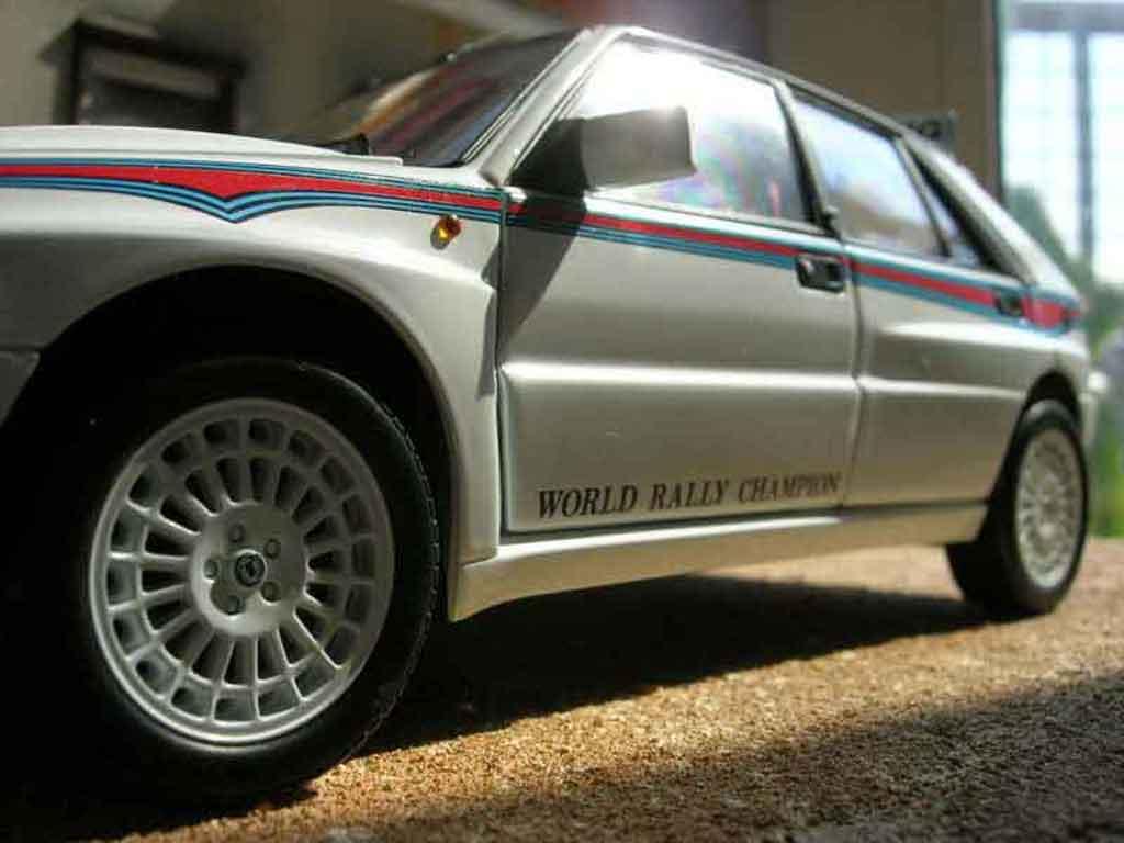Lancia Delta HF Integrale 1/18 Kyosho evolution 2 martini miniatura