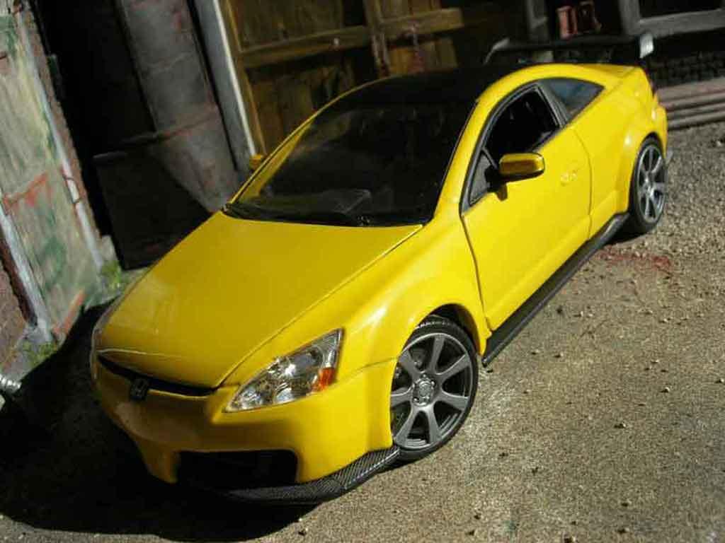 Honda Accord 1/18 Motormax 2003 jaune